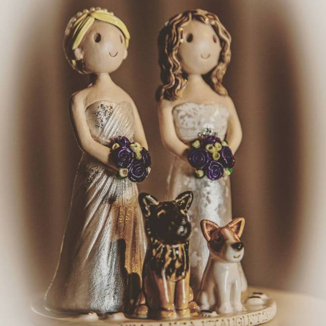 Made to match cake topper by atop of the tier #caketop #gaycaketopper #caketopper #love #wedding #instalove #instawedding #dogcaketopper #weddingday #weddingideas #weddinginspiration #samesex #samesexmarriage #gaywedding #mrsandmrs #Mrs&Mrs #2brides #atopofthetier